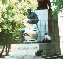 Bandaging the wounded, performance, 2000, Djardin Park, Sinj, Croatia