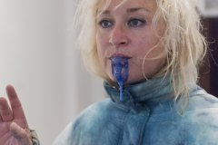 Amanda Coogan, Bubble up in Blue, performance, Photo: Lea Sonderegger