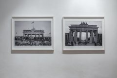 The wall, 2015, 71 x 90 cm,  2 photographs, performance, Berlin Brandenburger Tor and found footage photography Brandenburger Tor